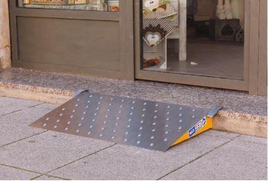 Scivoli rampe mobili ausili per disabili e anziani online - Mobili per garage ...